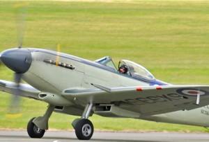 Version navalisée du célèbre Spitfire. Il est ici piloté par Anna Walker au Salon du Bourget 2011.