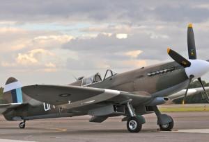 Superbe Sptfire de Christophe JACQUARD - Flying légende - basé à Darois.